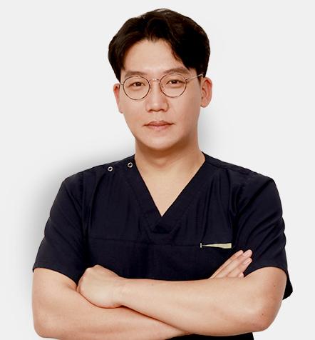 성형외과전문의 김탁호 원장